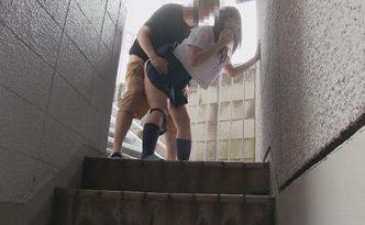 監視カメラ映像 制服カップル青姦
