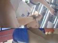 【コスメ店員】仕事中の店員さんに話しかけ開脚させてスカートの目の前で隠し撮り