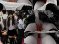 【電車痴漢動画10】前方責めで潮吹く敏感制服ニーソ美少女